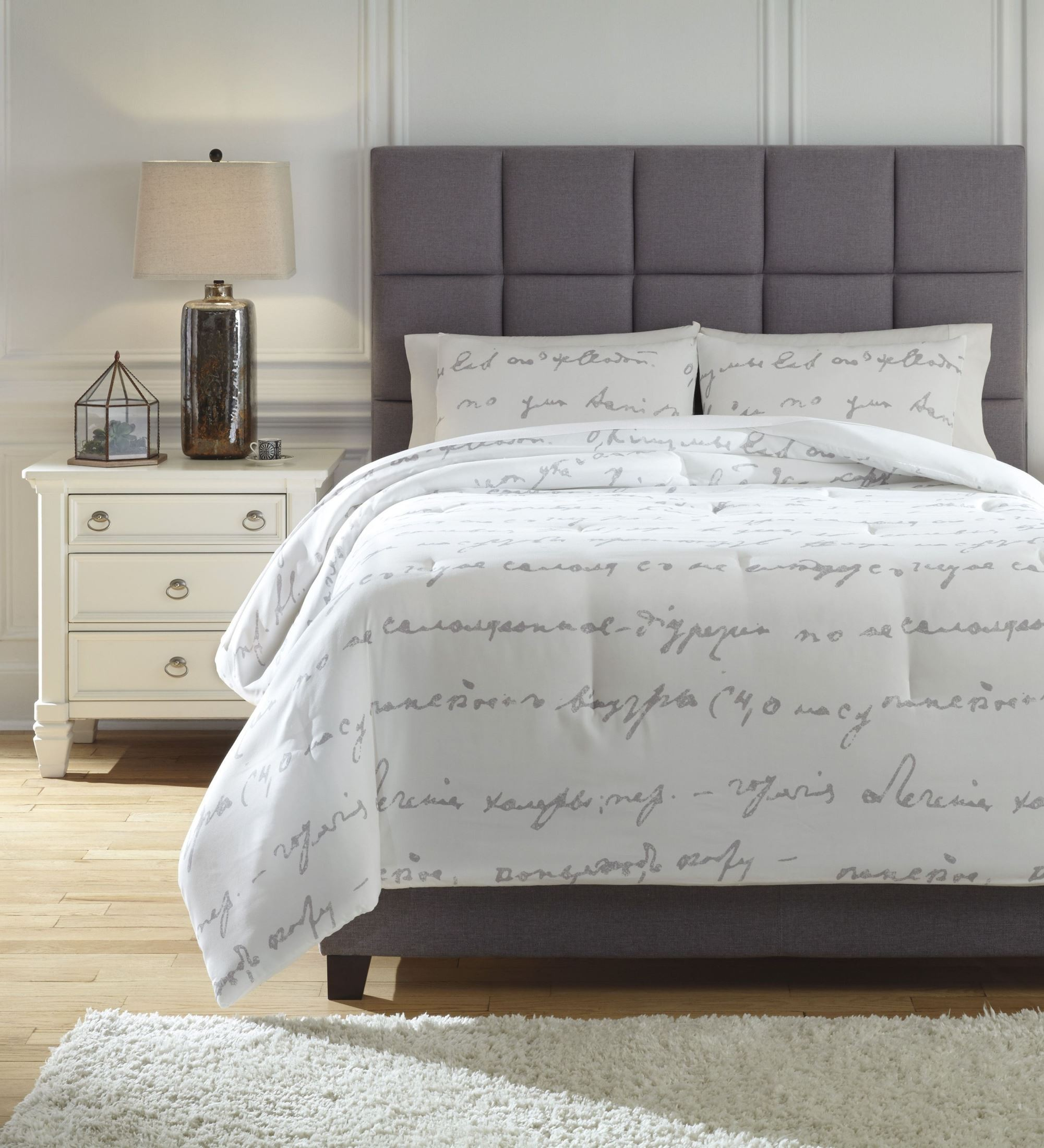 Adrianna White and Gray Queen Comforter Set from Ashley | Coleman Furniture